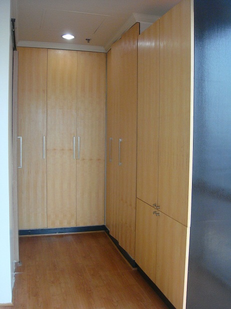 bedroom built in cabinets