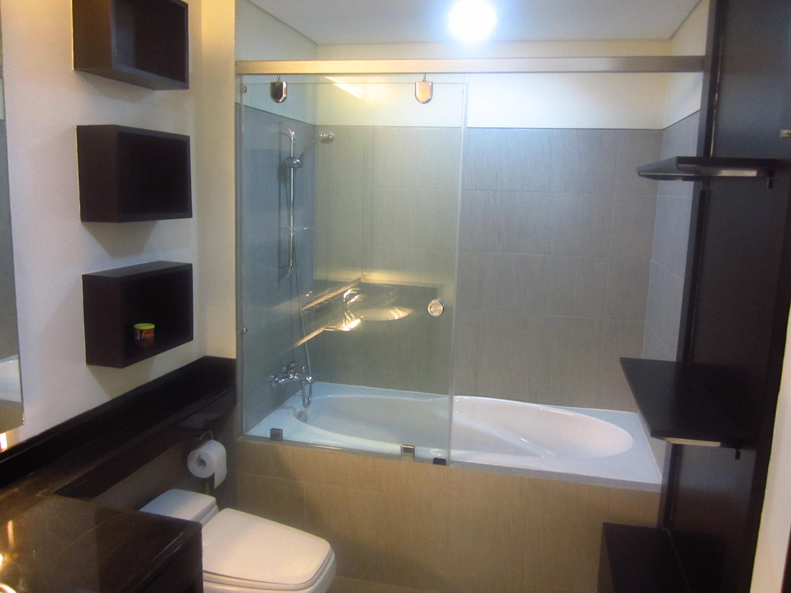 FOR SALE: Apartment / Condo / Townhouse Manila Metropolitan Area > Makati 8