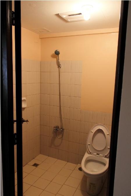 toilet & bath 2