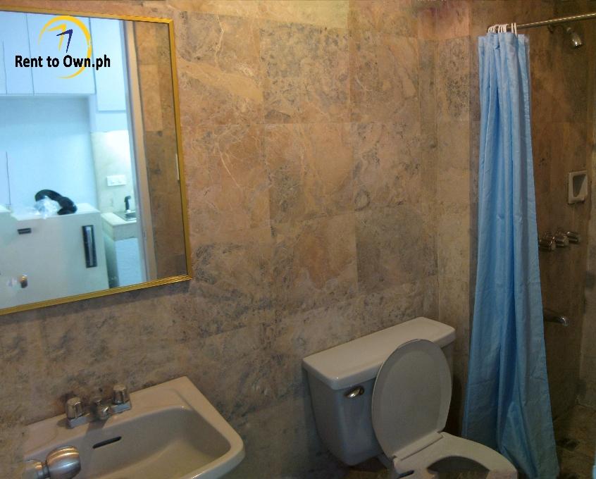 Toilet - http://www.renttoown.ph