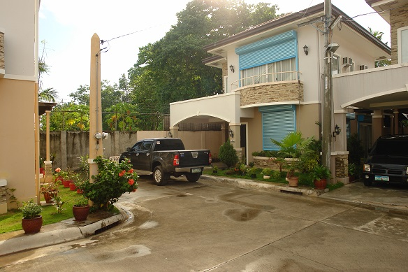 FOR RENT / LEASE: House Cebu > Other areas 1