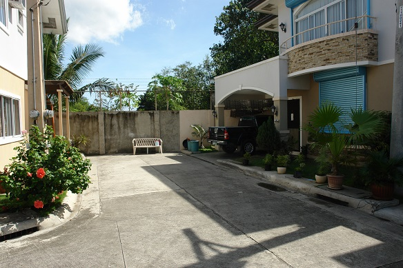 FOR RENT / LEASE: House Cebu > Other areas 9