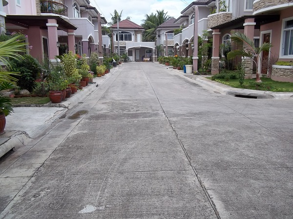 FOR RENT / LEASE: House Cebu > Other areas 10
