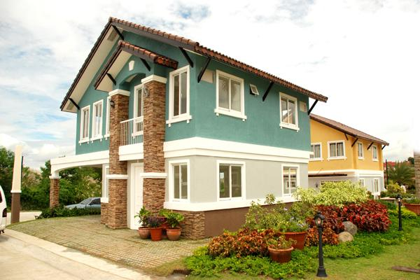 BELLEFORT ESTATES...Located in Molino Bacoor Cavite. Price starts at 2.8M a 3 bedroom 2 toilet and bath 2 storey house and lot.