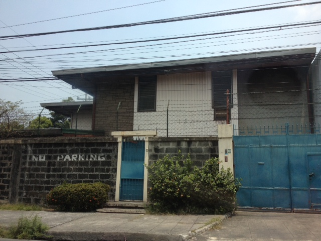 Resale House and Lot with 800 sqm Lot Area near Sm Sta Mesa, Manila. Flood free and wide road...RUSH!!!