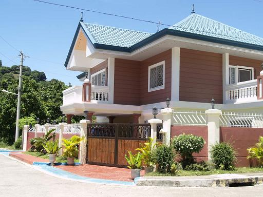 LUXURIOUS 2-STOREY HOUSE