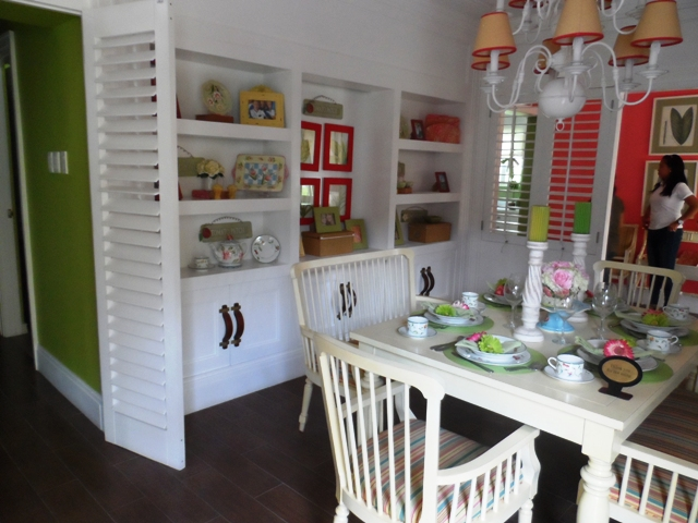 Fully furnish dining room
