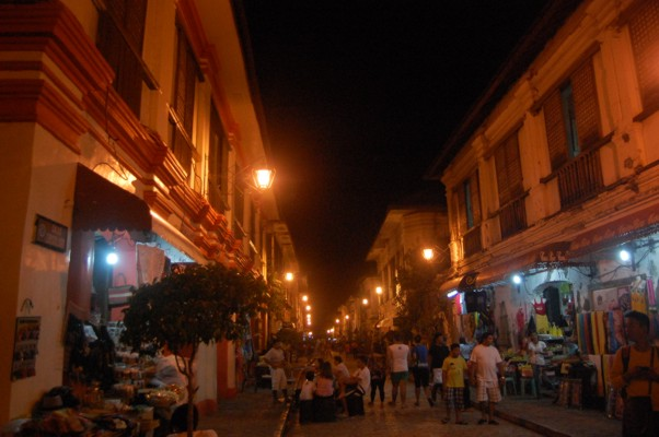 Calle Reyes at night