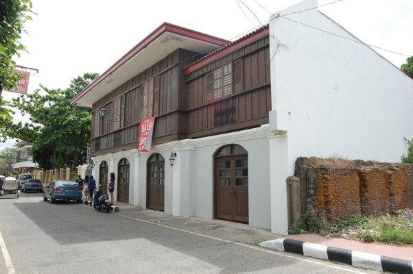 Vigan Heritage House Front and side