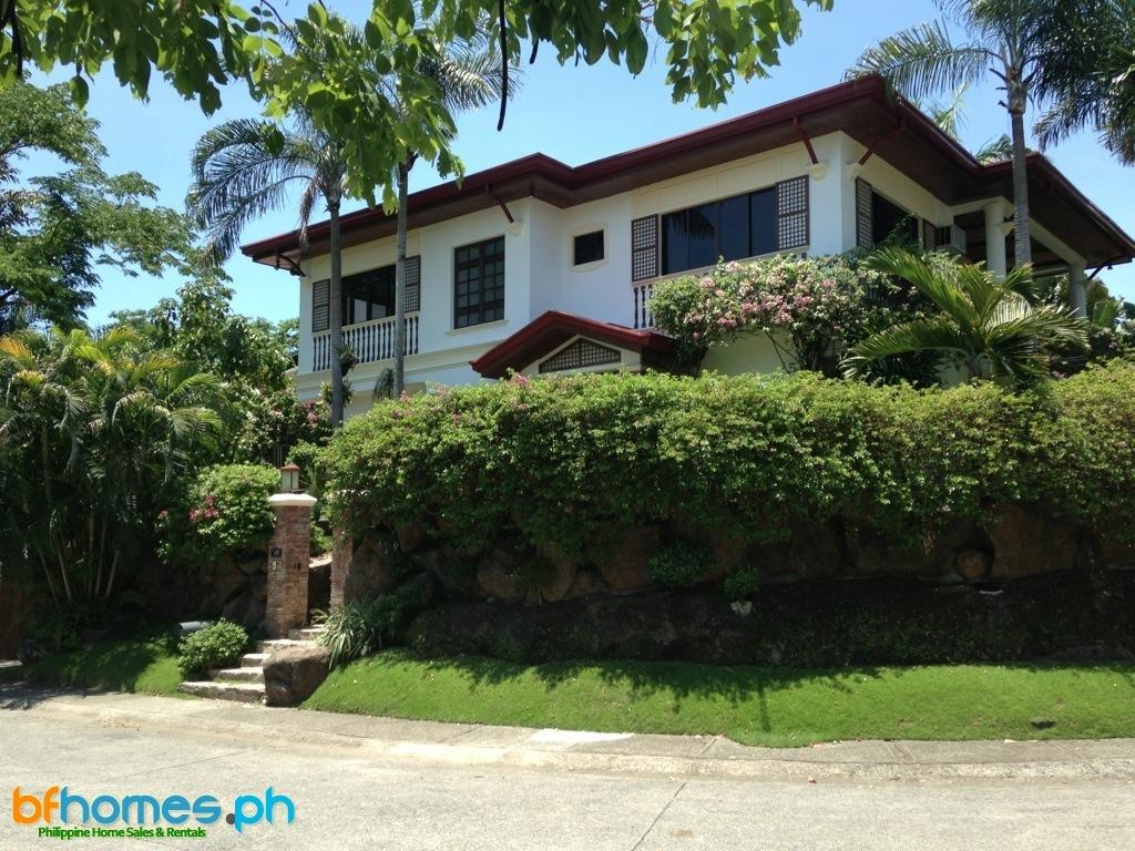 Massive corner House for Rent in Ayala Alabang Village.