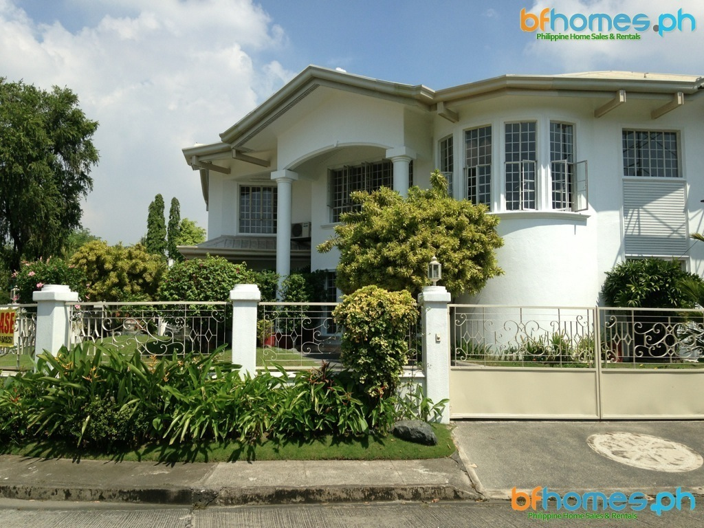 Massive corner House for Rent in Ayala Alabang Village.