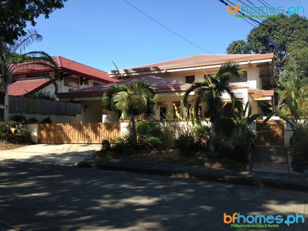 2 Storey House for Rent in Ayala Alabang near Zobel.