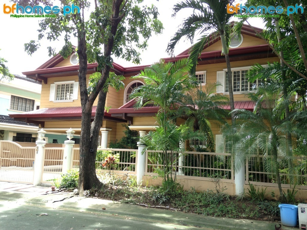 Ayala Alabang Semin-Furnished House with Pool for Rent.