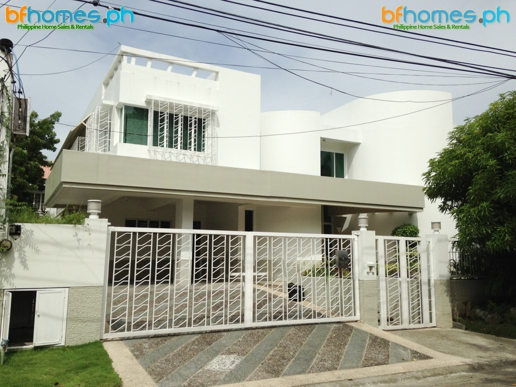 AAV 4 bedroom House with Pool for Rent.