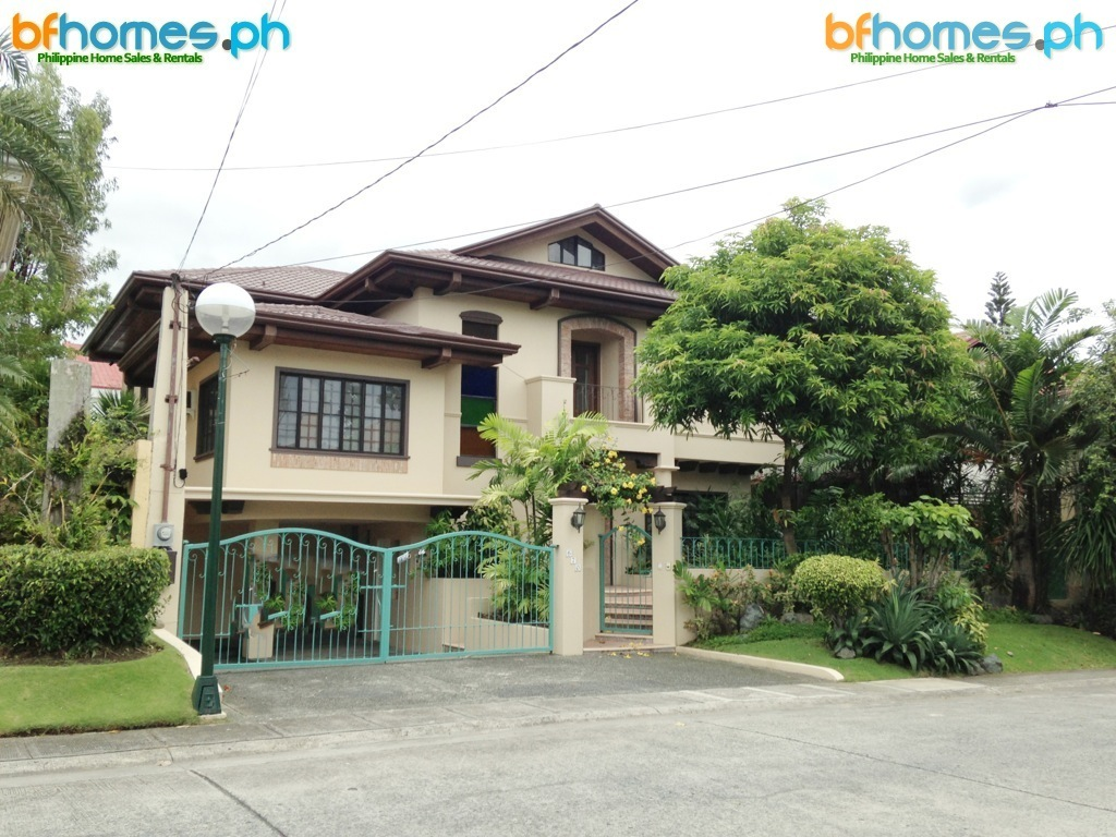 For Rent: Renovated House with Pool in Ayala Alabang.