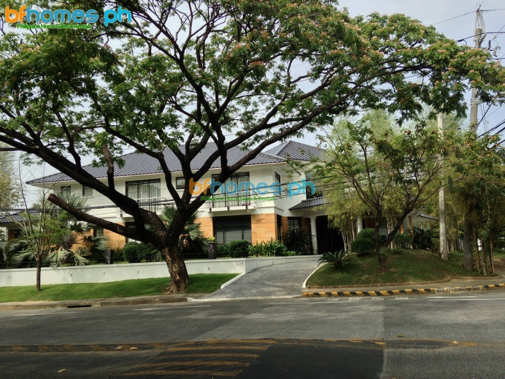 Ayala Albang Fully Furnished Modern Asian Corner House for Rent.