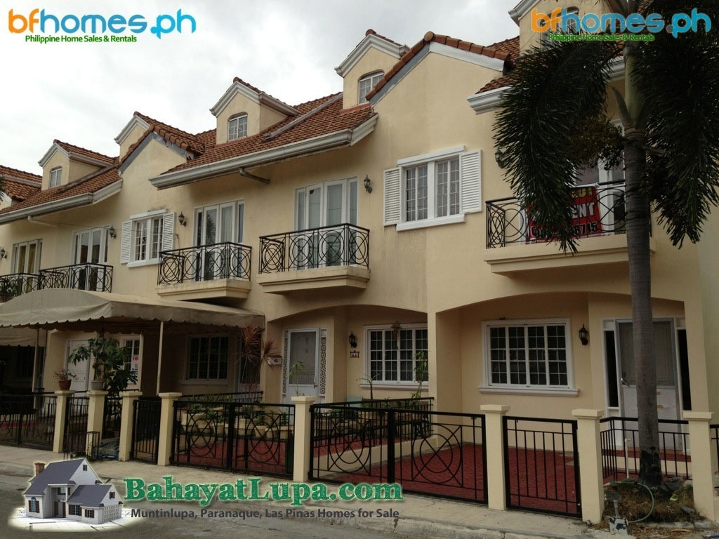 Corner Lot Townhouse for Sale in BF resort.