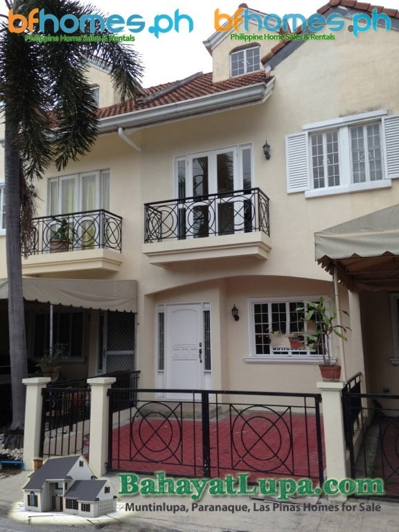 BF Resort Well Maintain Town House for Sale.