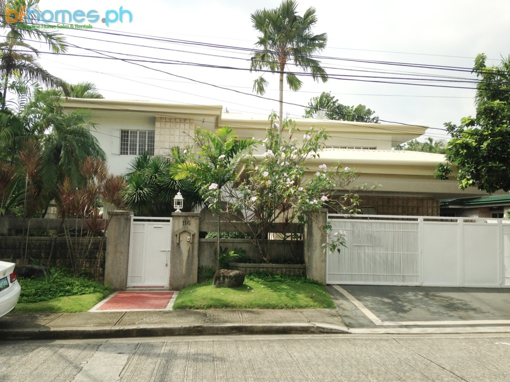 Ayala Alabang 4 Bedroom House with Pool for Lease.
