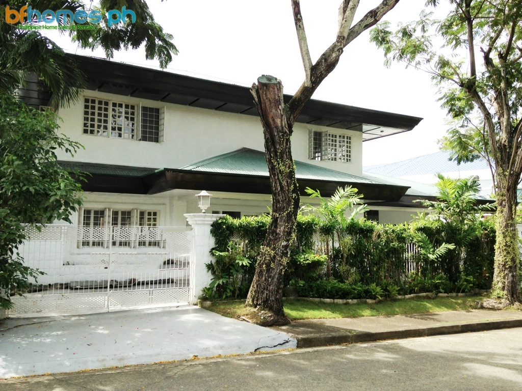 For Rent: House with Pool in Ayala Alabang.