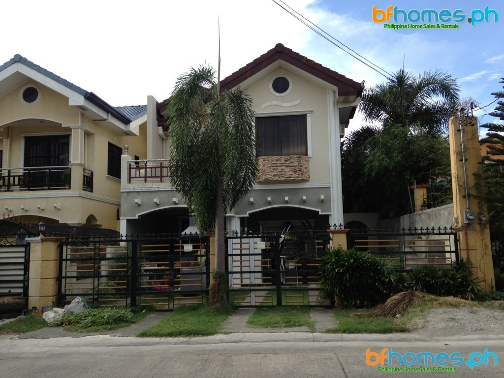 5 Bedroom House for Sale in BF Resort Las Pinas.