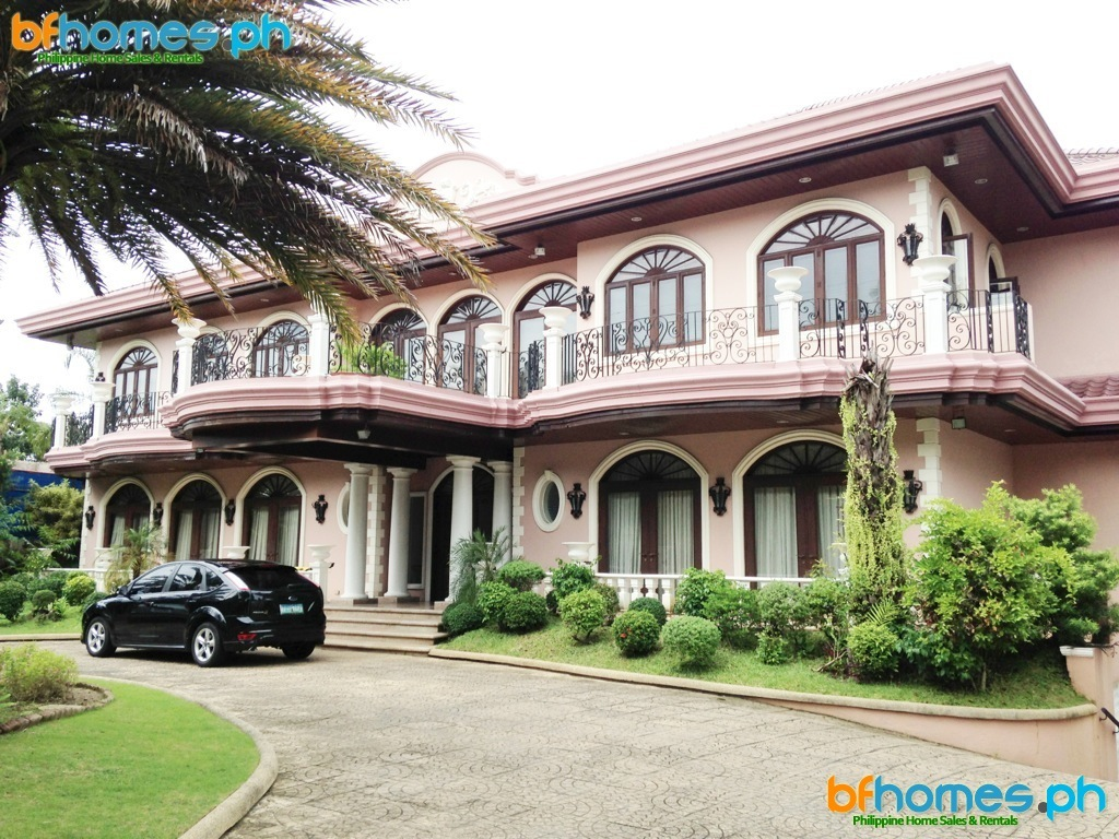 Massive Well-maintain House for Sale in Ayala Alabang Village.