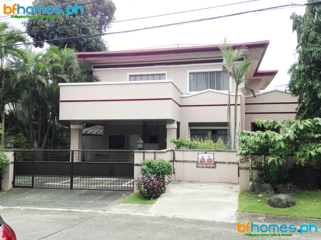 Ayala Alabang Village 2 Story Well Maintain House for Sale.