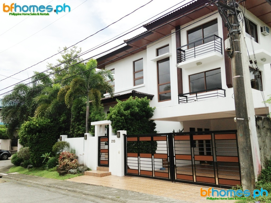 2 Story Modern House with Pool for Sale in Ayala Alabang.