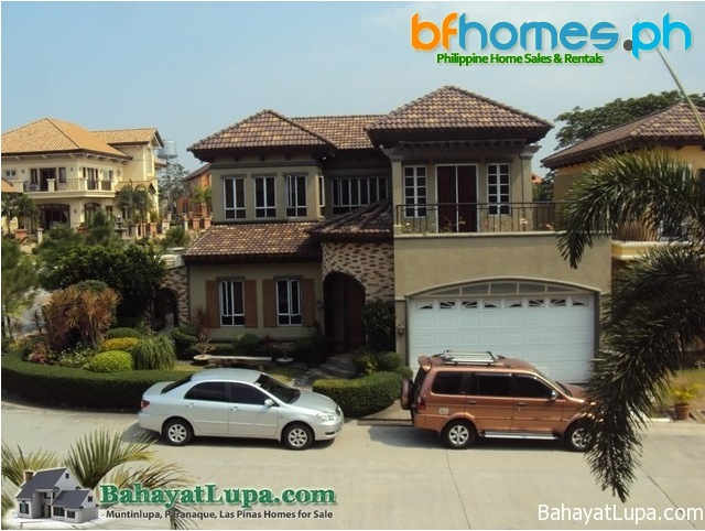 For Sale: Nicely Maintain House and lot in Courtyards of Portofino South.
