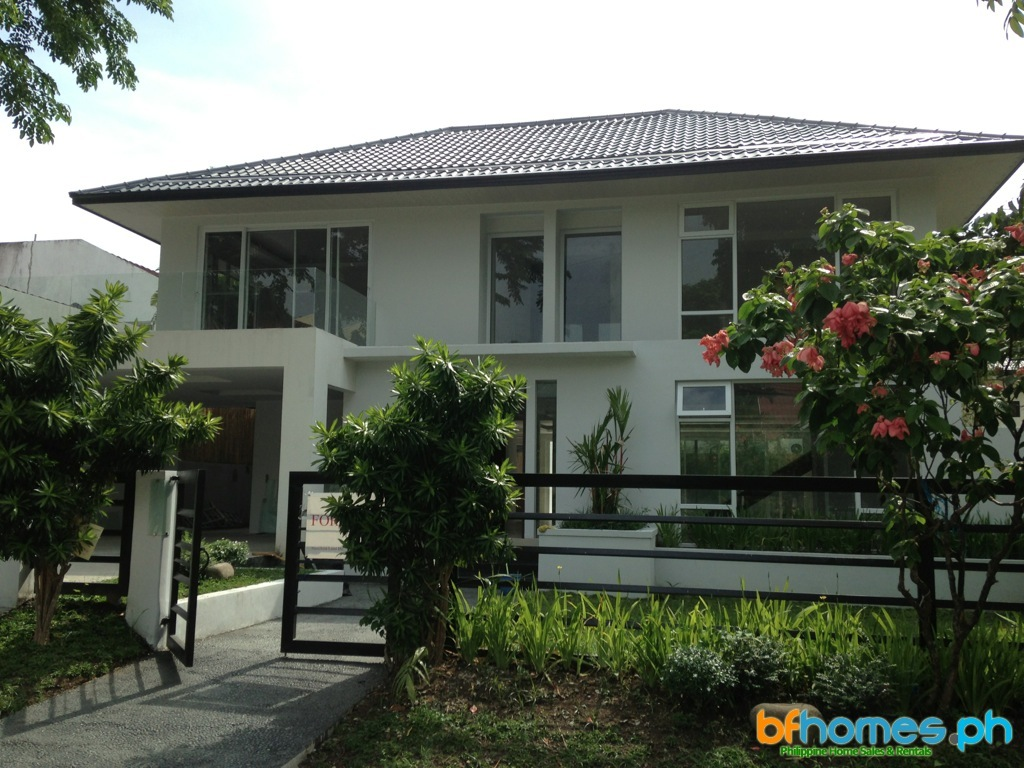 Ayala Alabang Modern Asian Home with Infinity Pool for Sale.