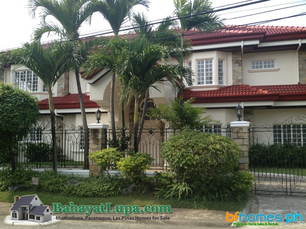 House in Manila for Sale, Ayala Alabang Well Maintain corner House.