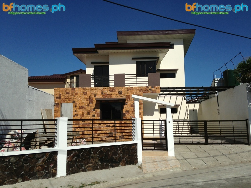 5 Bedroom Modern house with Attic in BF Homes.