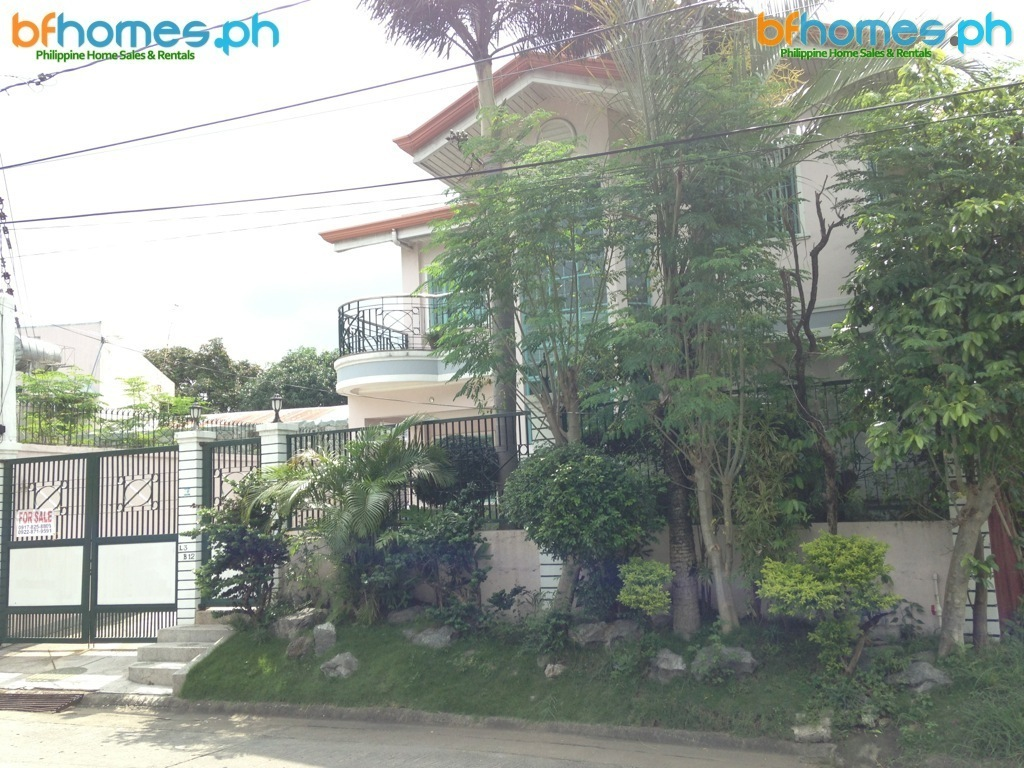 2Story House in For Sale in BF Homes.