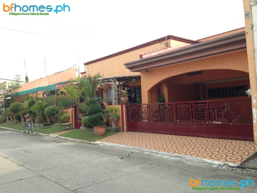 BF Homes Fully Furnished House with Pool for Sale.