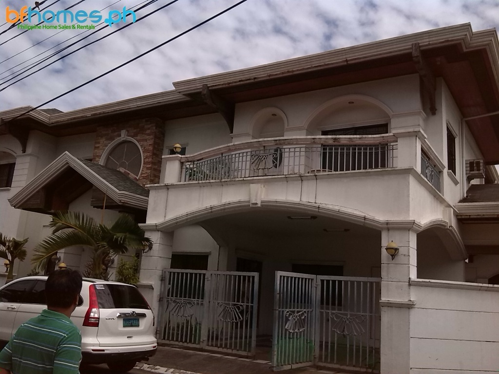 For Sale: BF Homes 2 Storey House with Pool.