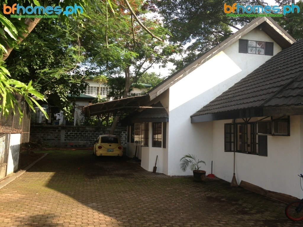 Old Bungalow House with pool in 920sqm Lot for Sale in Pacific Village.