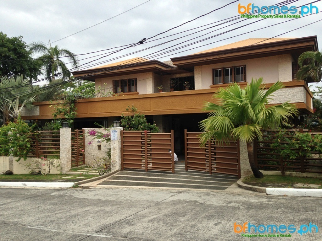 Well Maintained House for Sale in Pacific Village Muntinlupa.