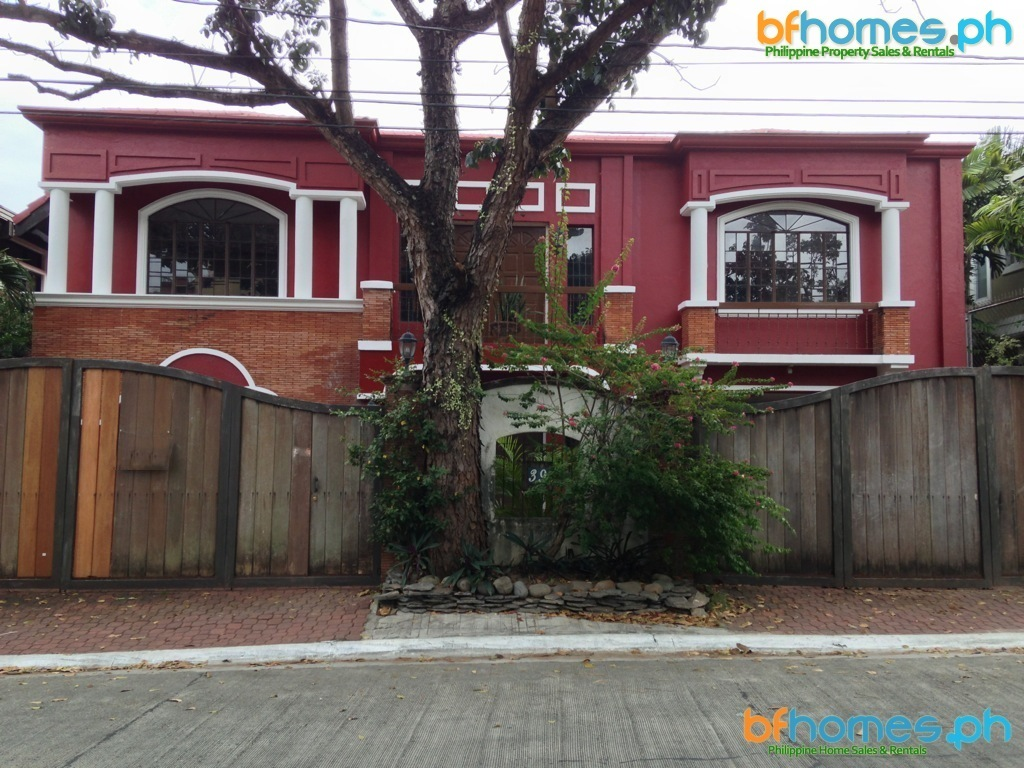 House for Sale in Hillsborough Village, Alabang.
