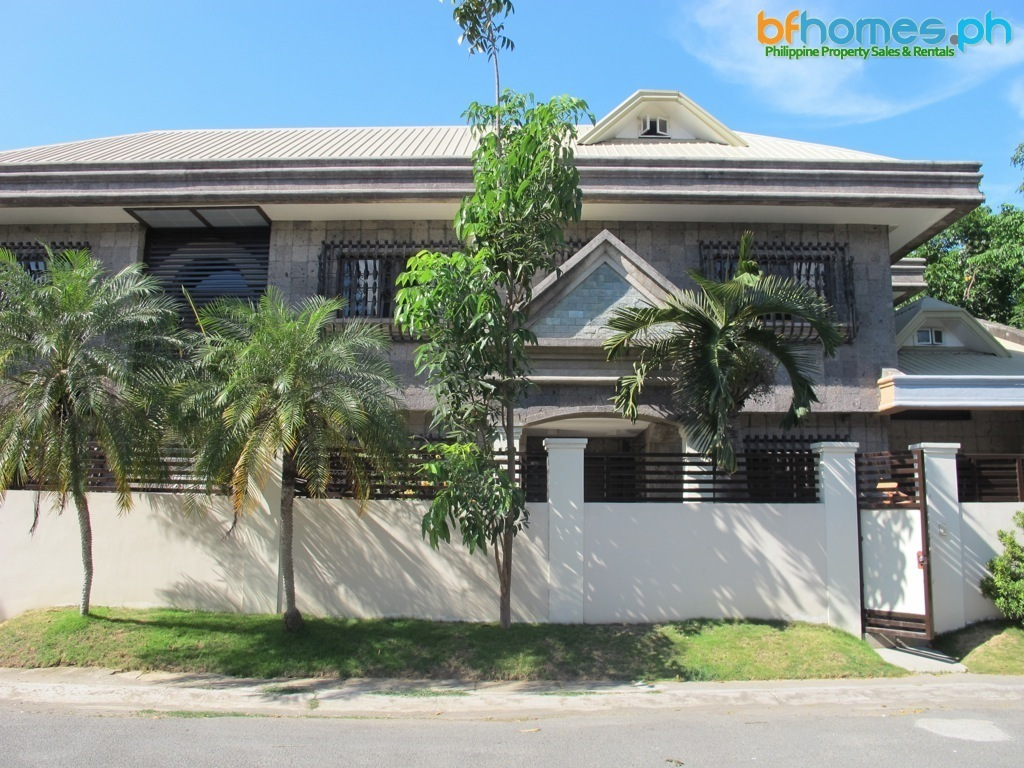 Greenheights Paranaque corner House for Sale.
