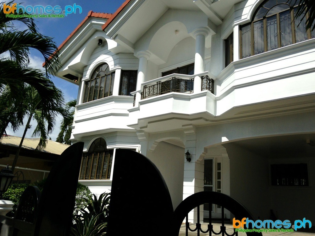 Newly Refurbished Four Bedroom House with Pool for Rent.