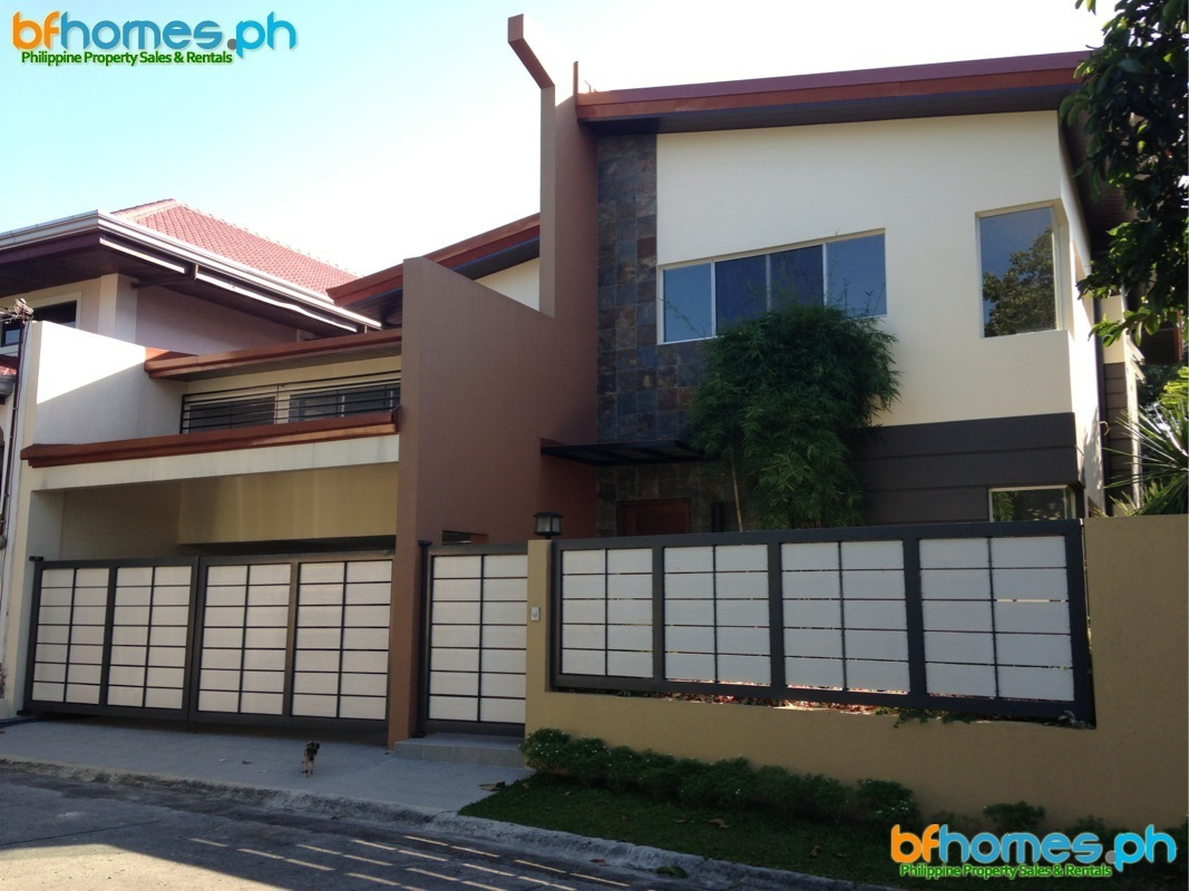 Well Maintain 2 Story House for Sale in BF Homes.