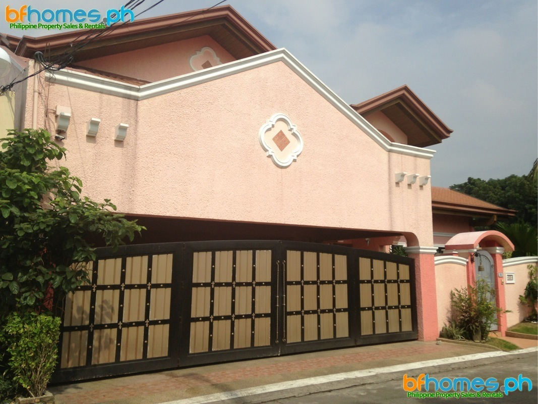 For Sale: 2 Story Well Maintain House with Pool in BF Homes.