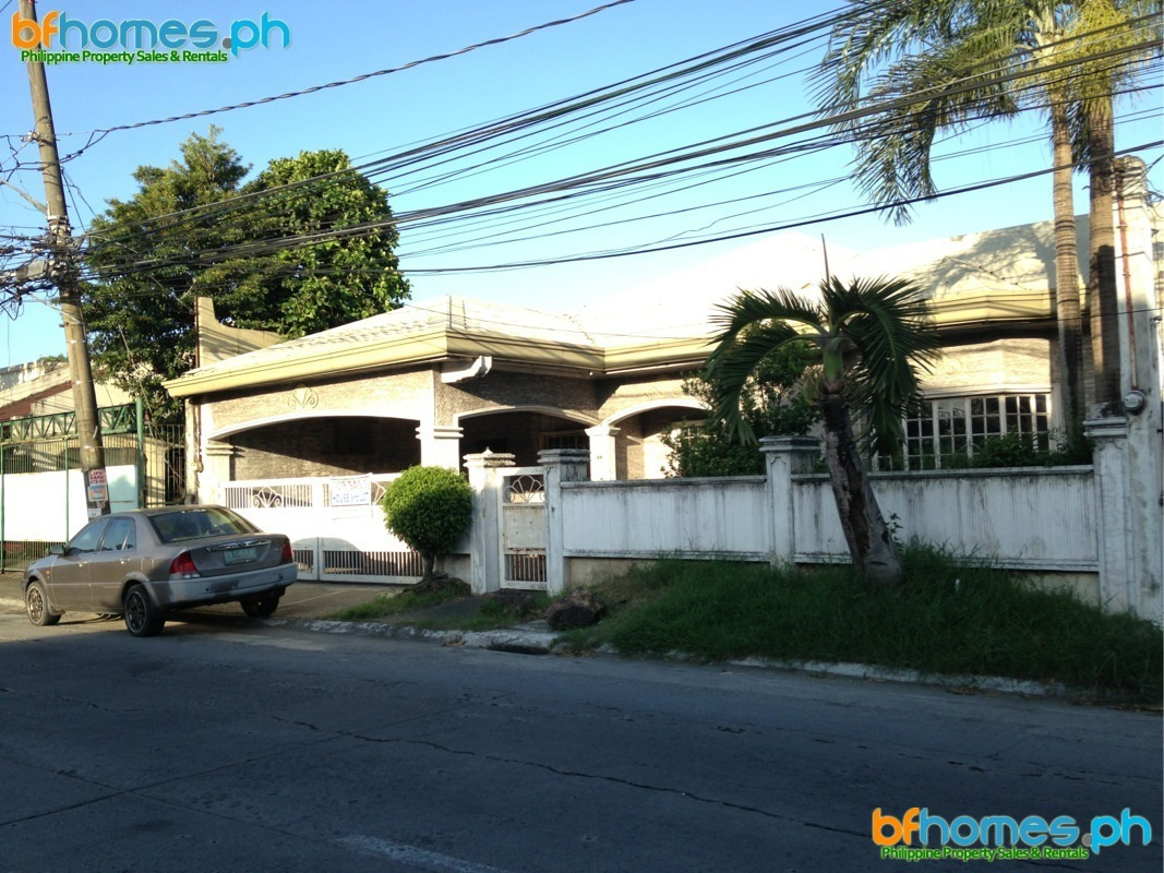 BF Homes Bungalow with 350Sqm Lot for Sale.
