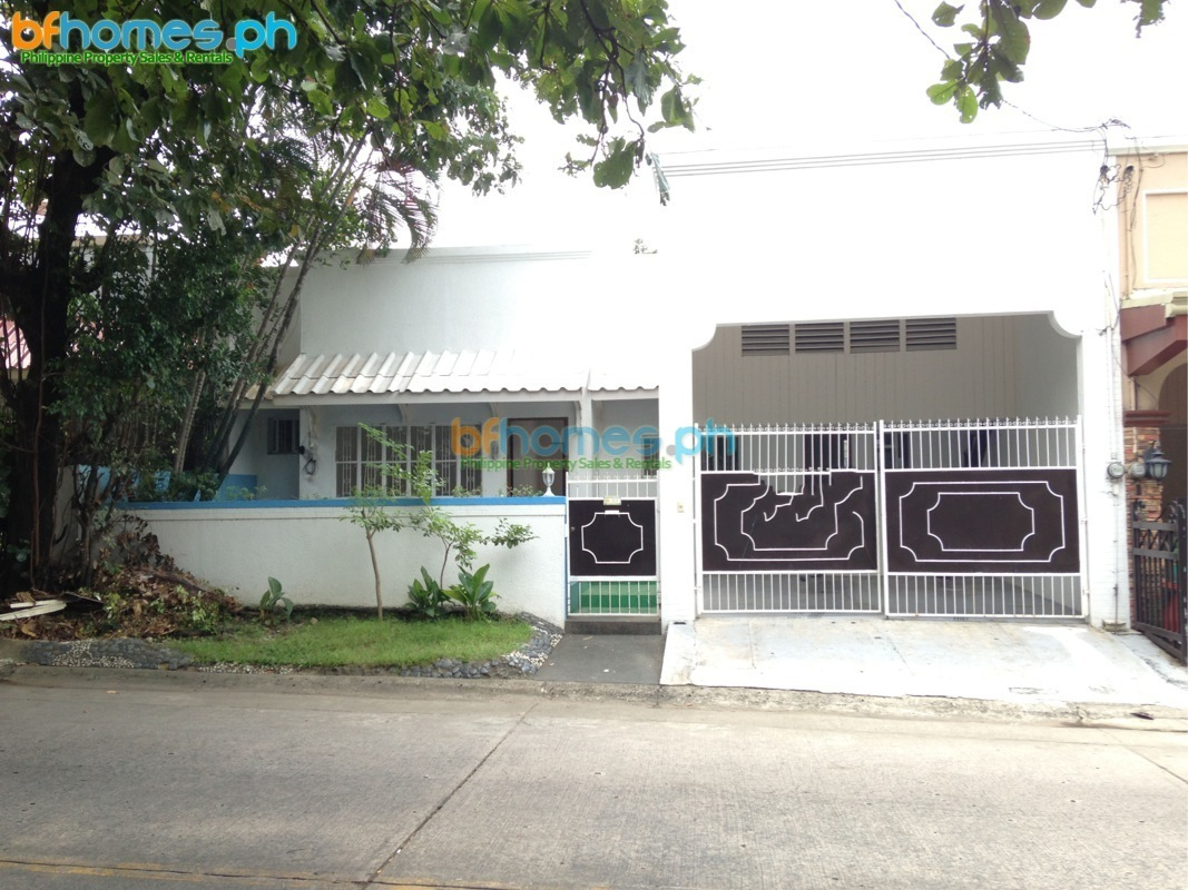 Sale or Rent: BF Homes 3 bedroom bungalow.