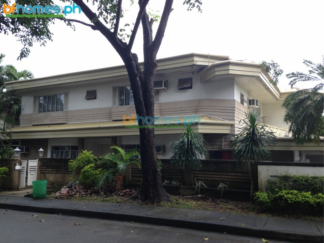 Corner House with Pool in Ayala Alabang for Rent.