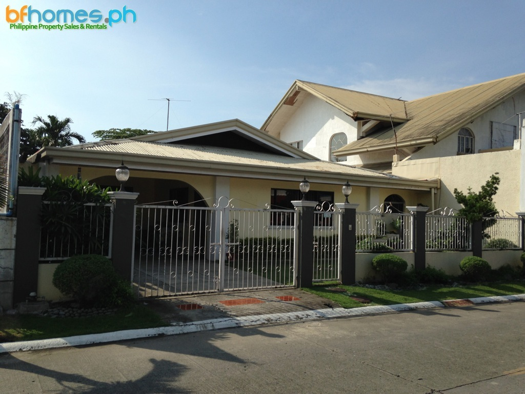 Well Maintain Bungalow for Sale in BF Homes Parañaque City.