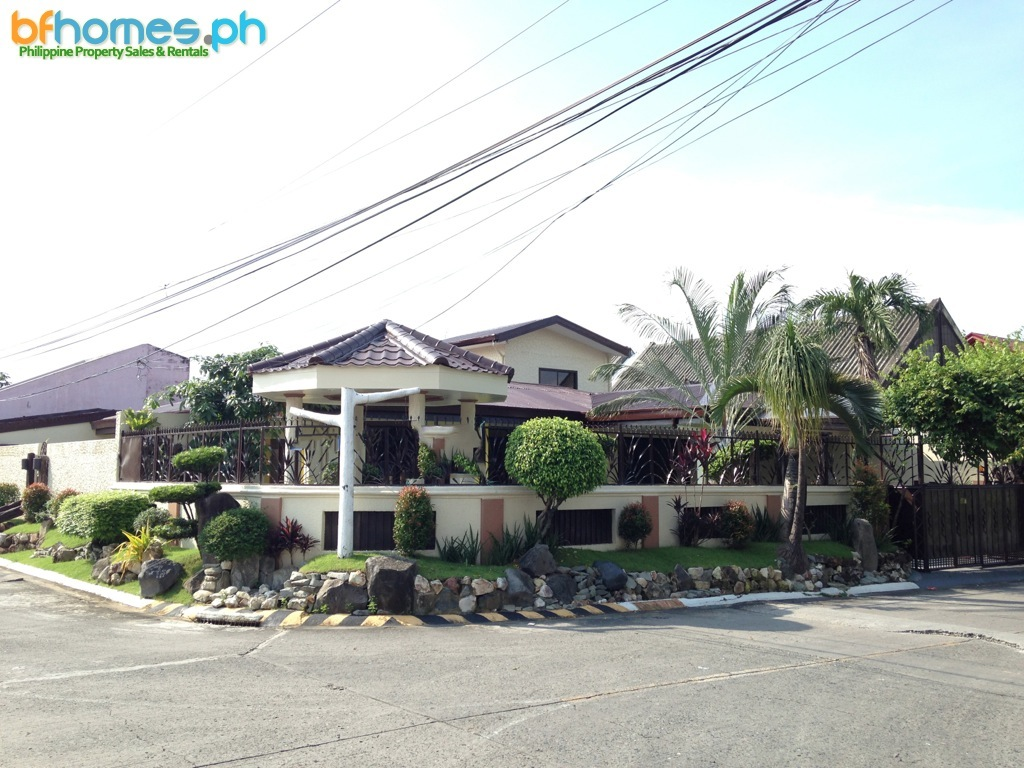 Newly Renovated Corner Bungalow for Sale in BF Homes Paranaque City.