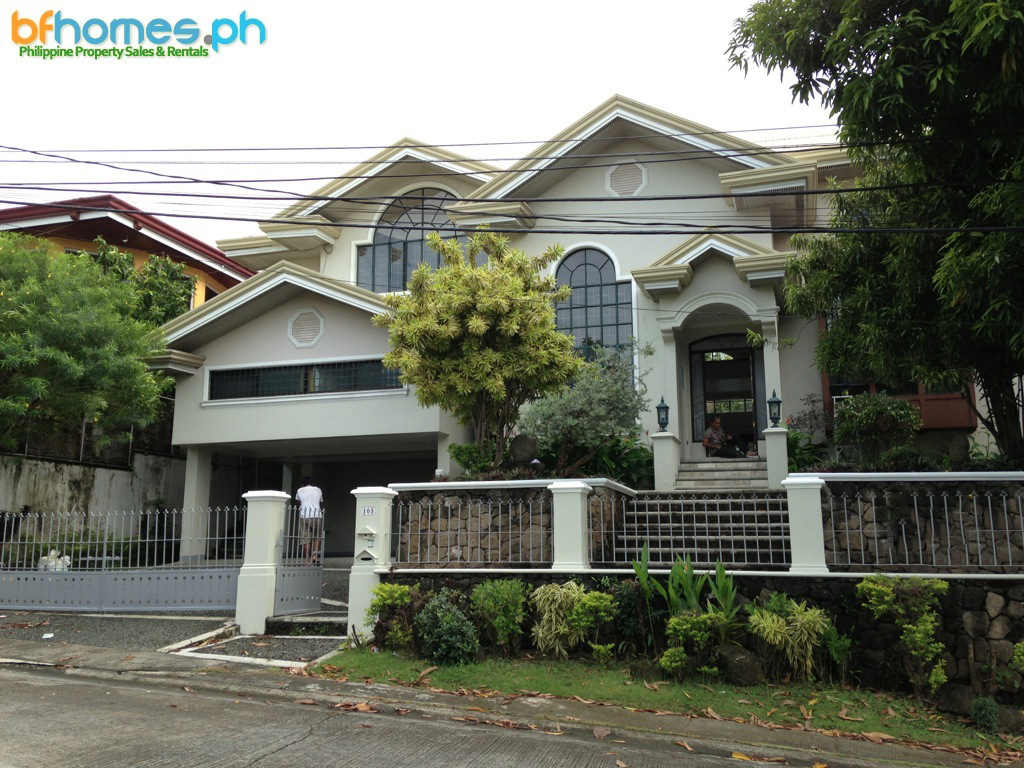 2 Story House with Pool for Rent near Madrigal Gate.