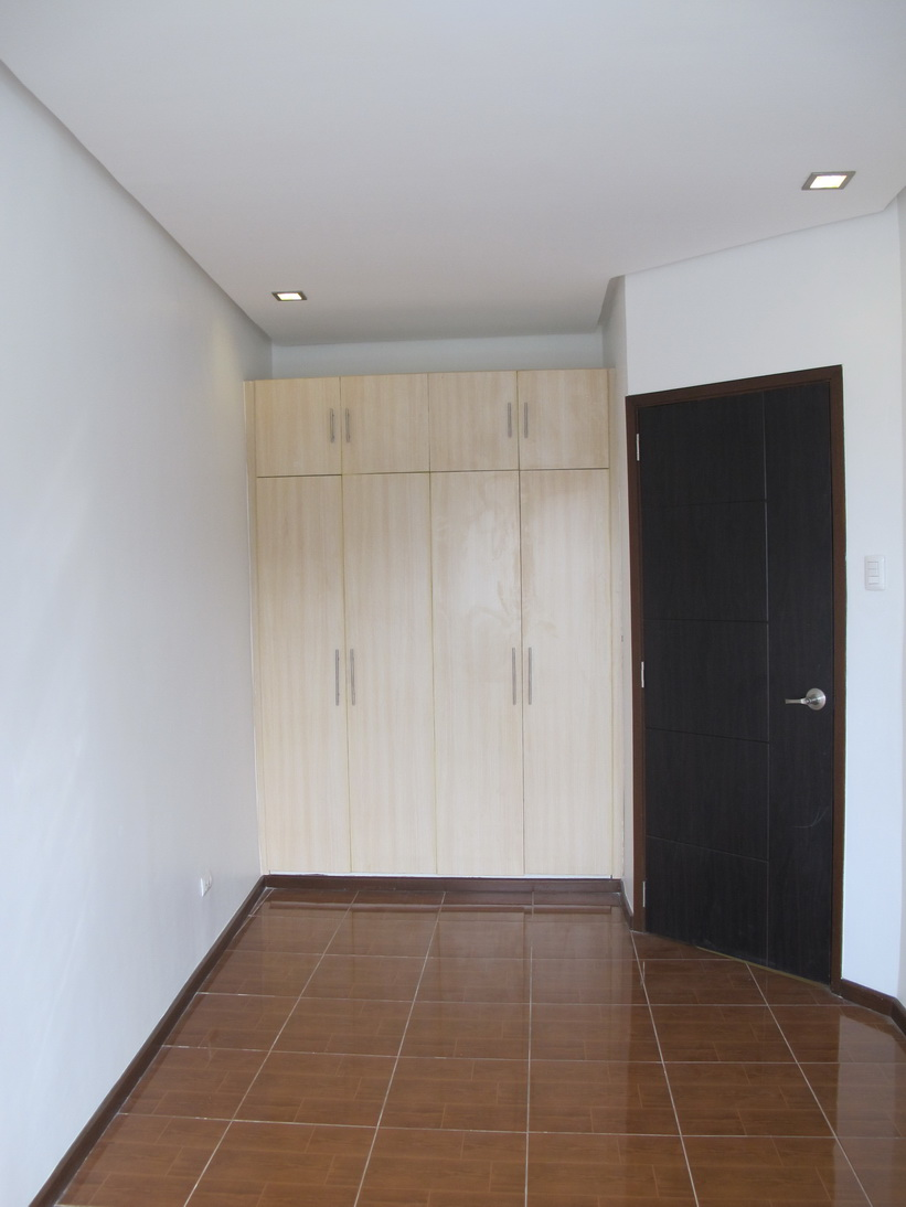 FOR SALE: Apartment / Condo / Townhouse Manila Metropolitan Area > Paranaque 16