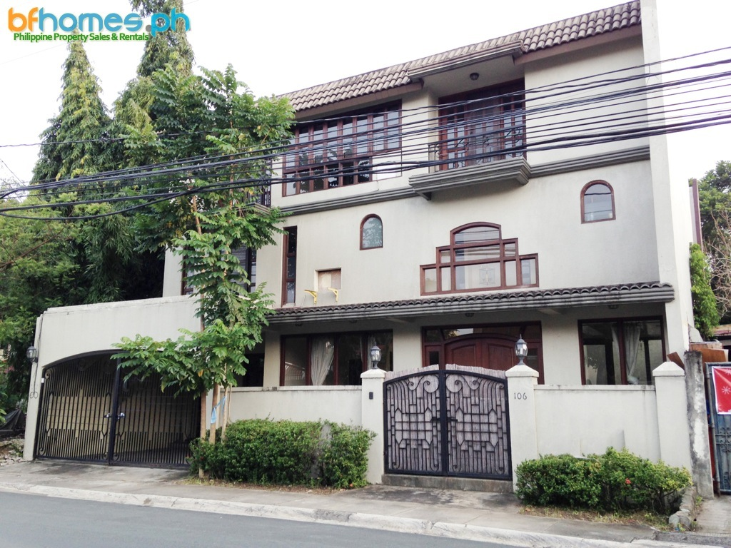 3 Story, 5 Bedroom House for Rent in Ayala Village.
